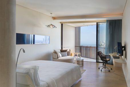 BKKHP_King Deluxe Seaview_Bedroom